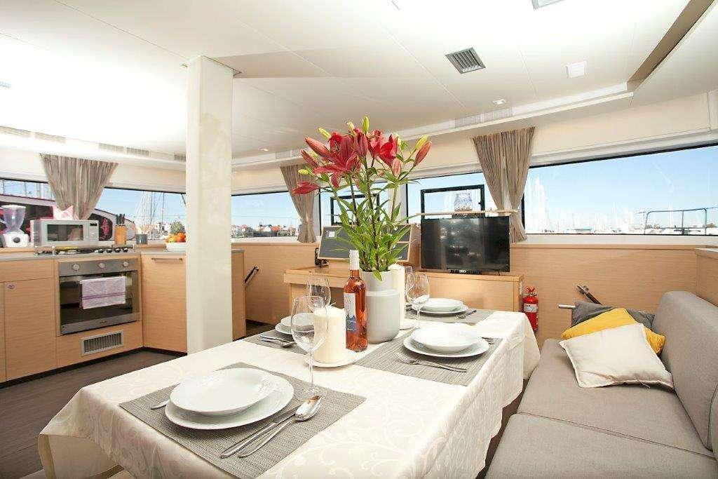 Yacht charter Great Salsa