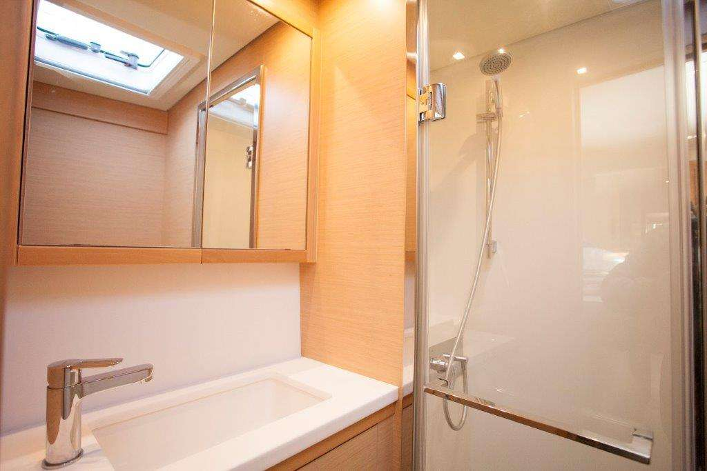 Starboard Fore Double Cabin Bathroom