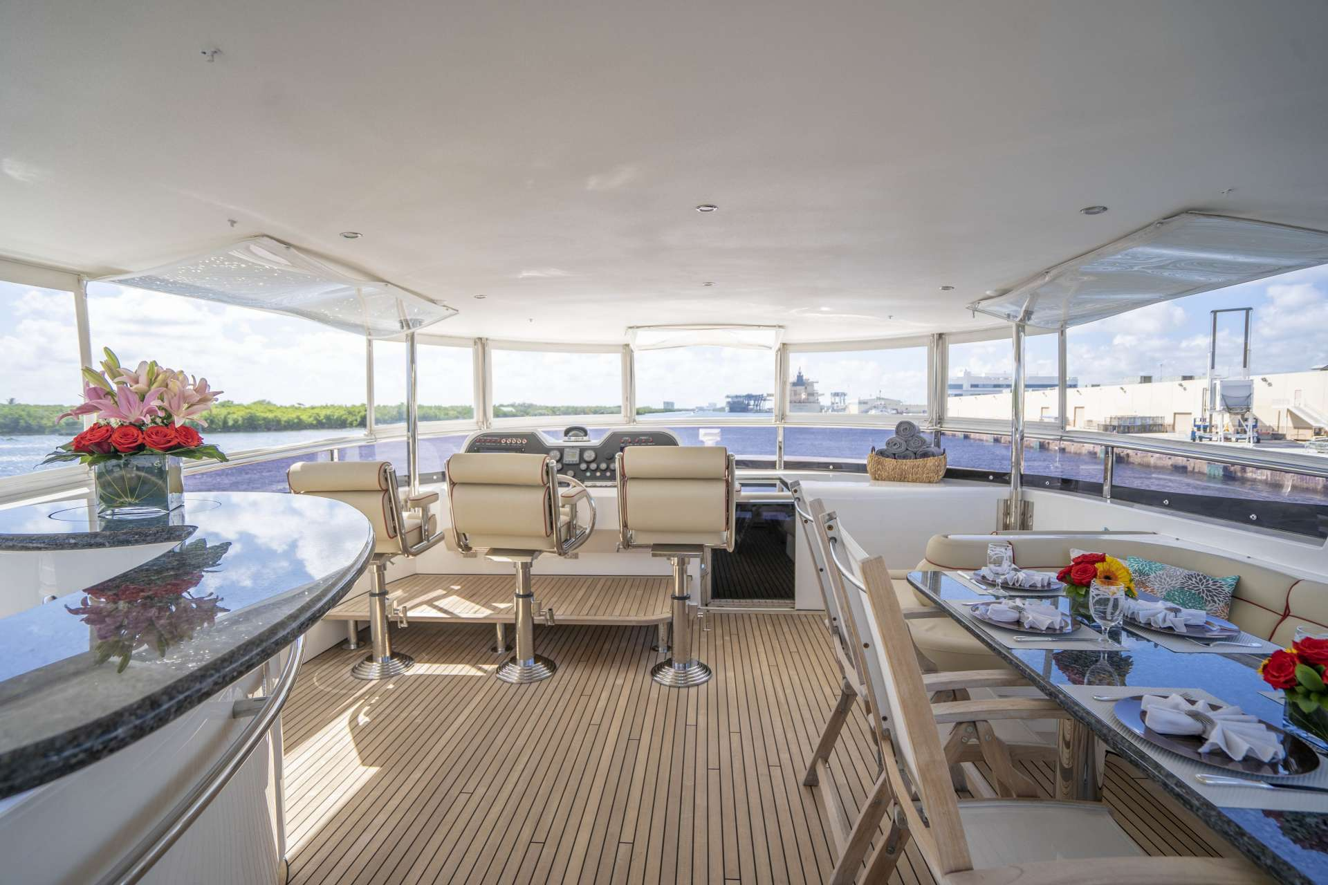 motor yacht SIXTY SIX