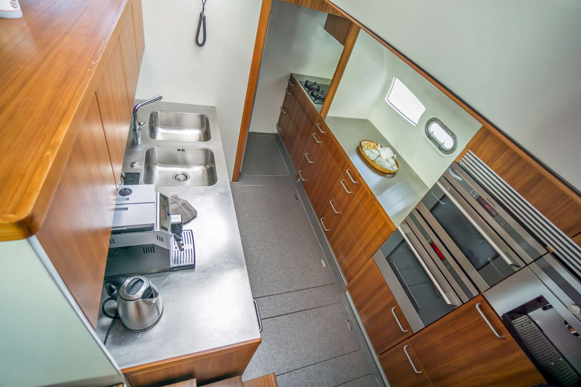 Modern Spacious Galley