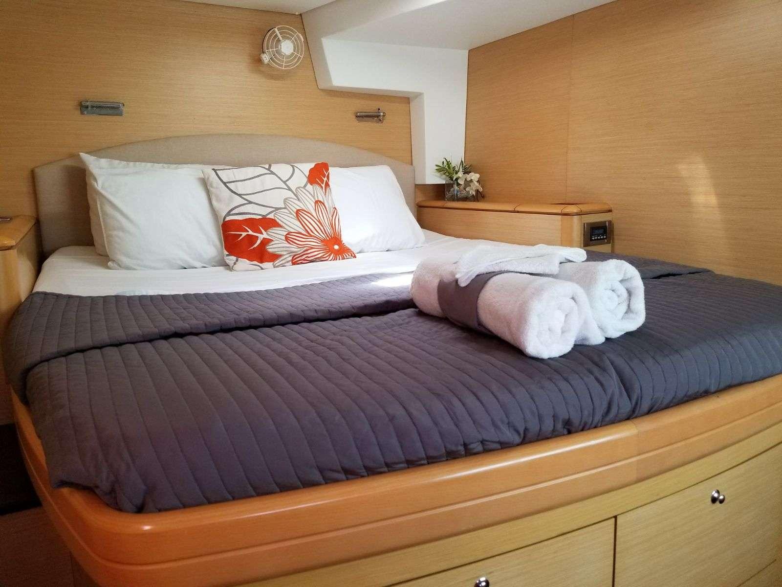Catamaran Charter Nera