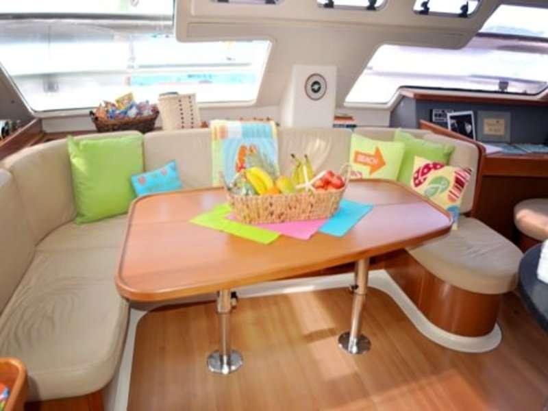 Catamaran Charter Mary