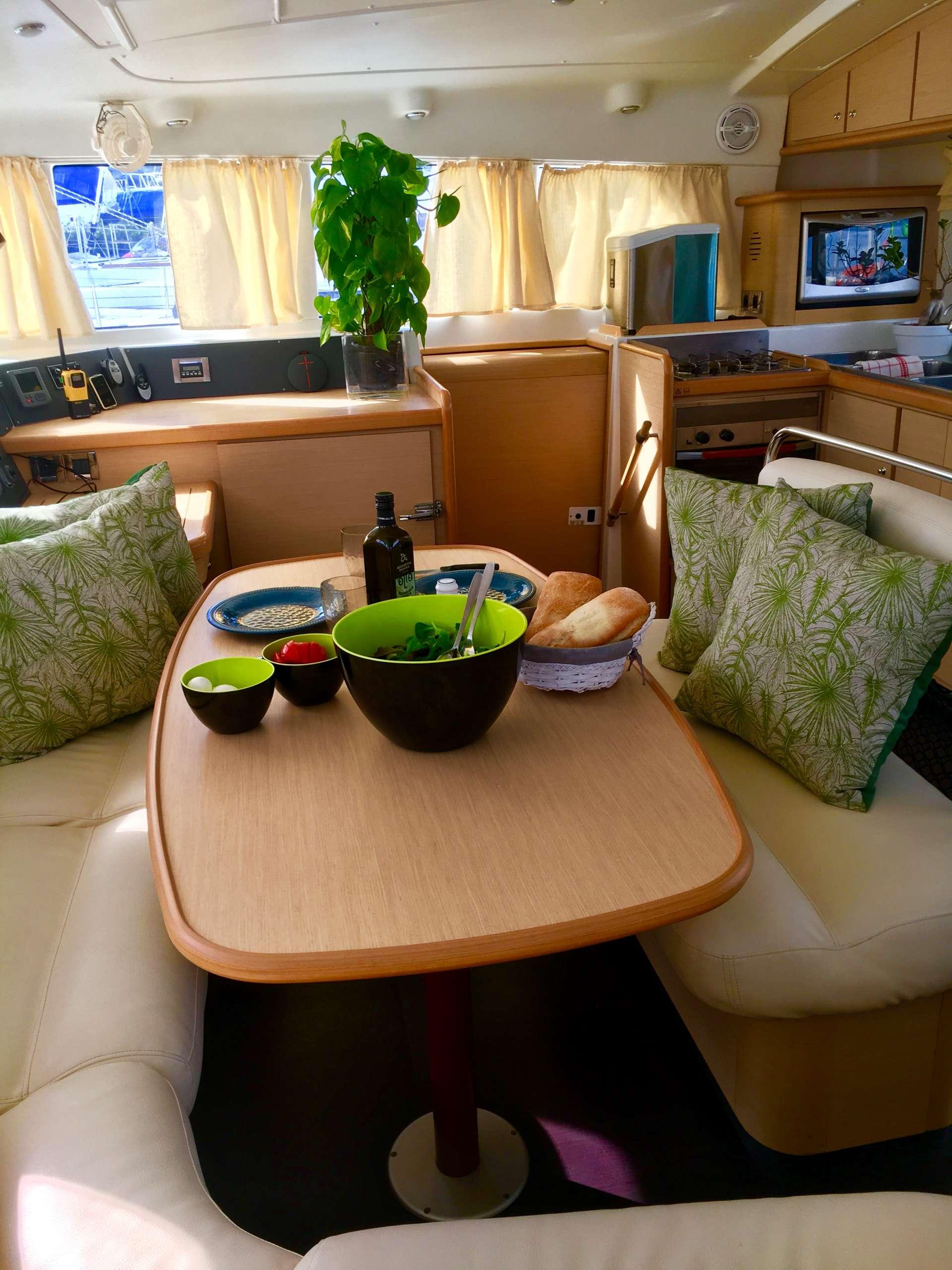 Yacht charter Rewind