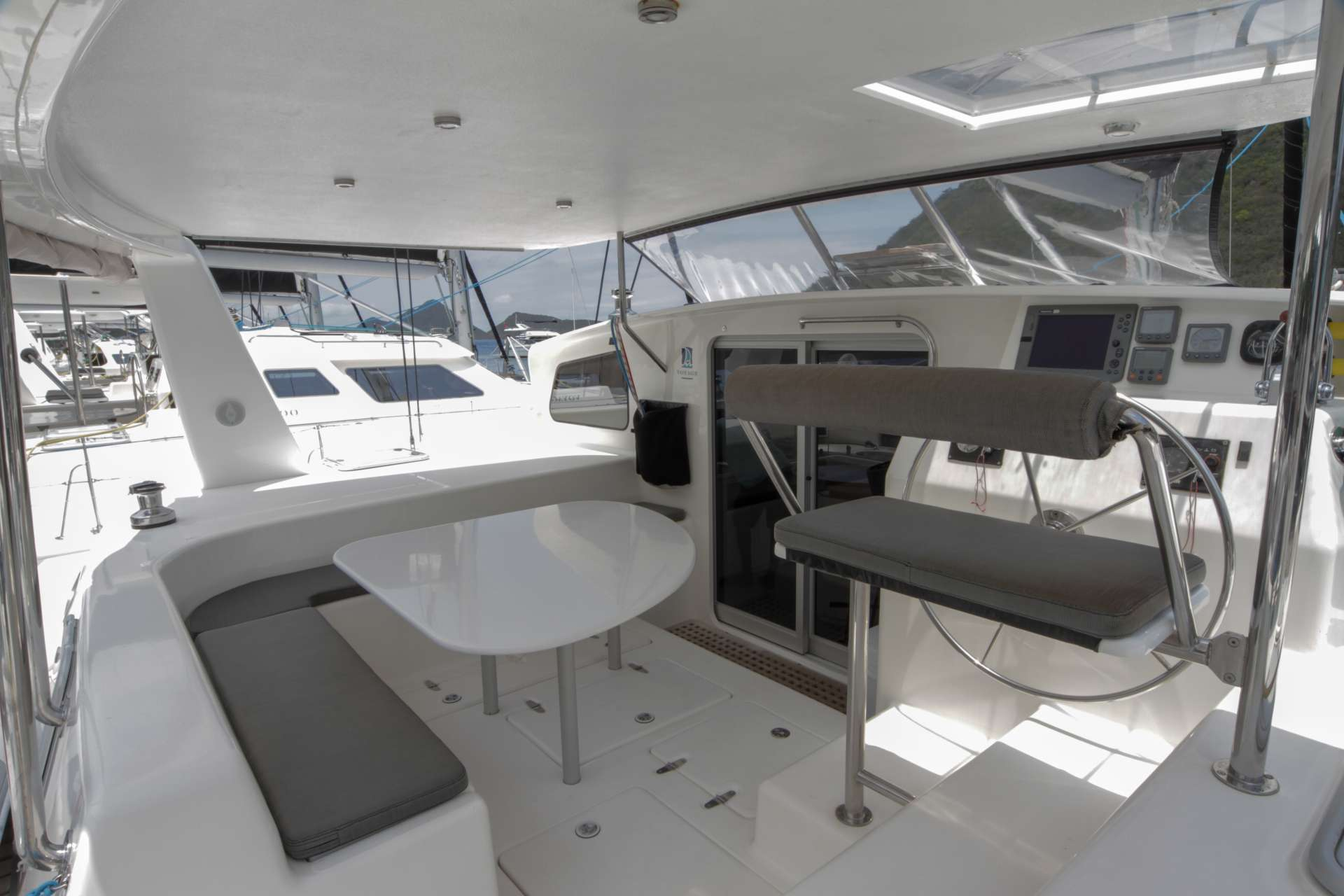 Yacht charter Voyage 500