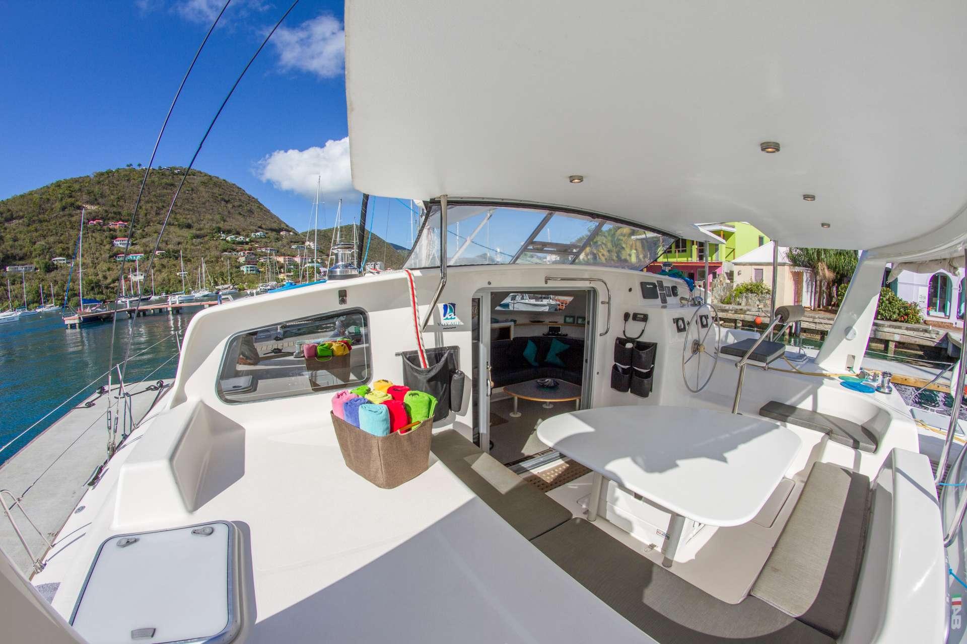 Catamaran Voyage 500