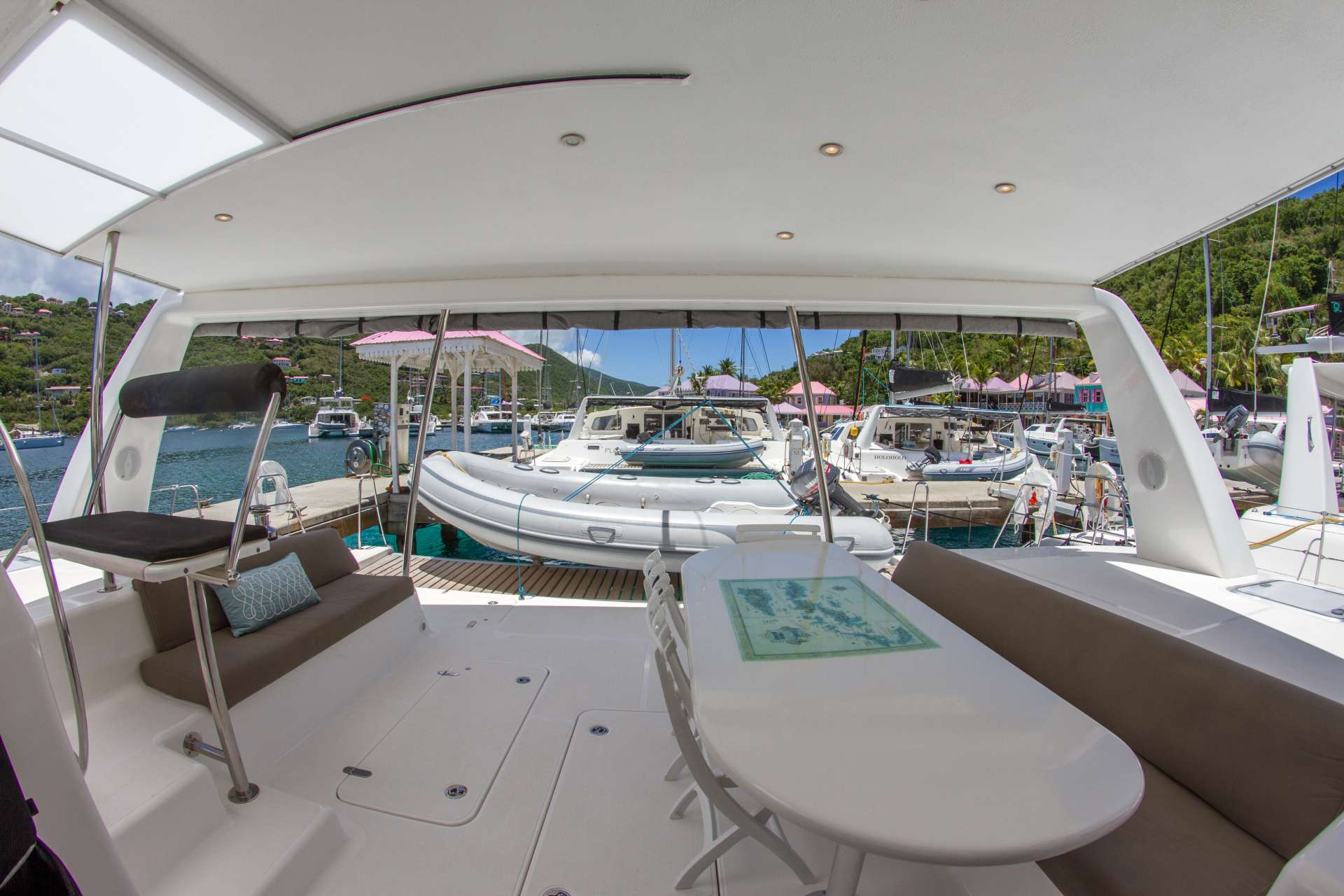 Yacht charter Voyage 520