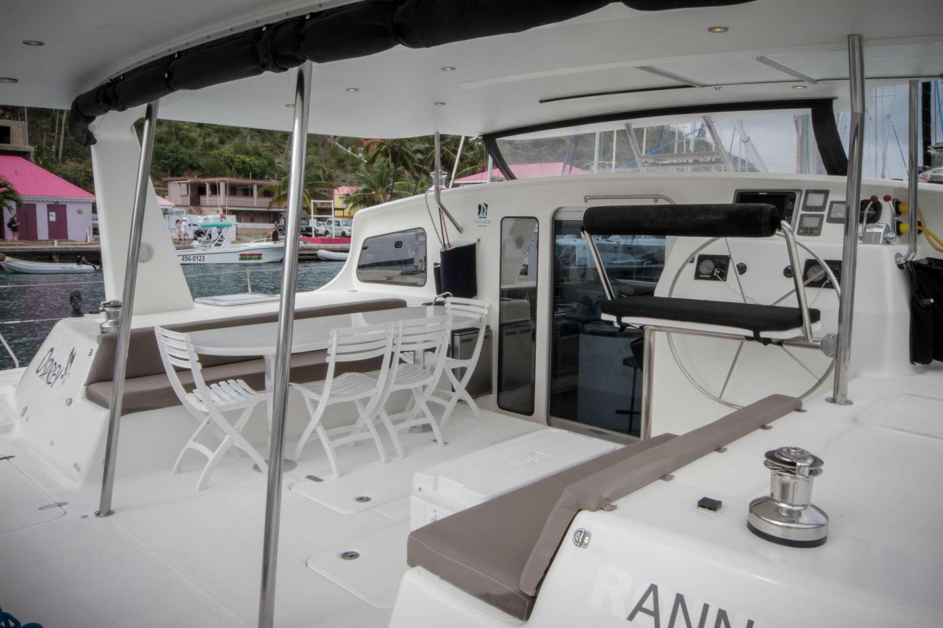 Catamaran Voyage 520