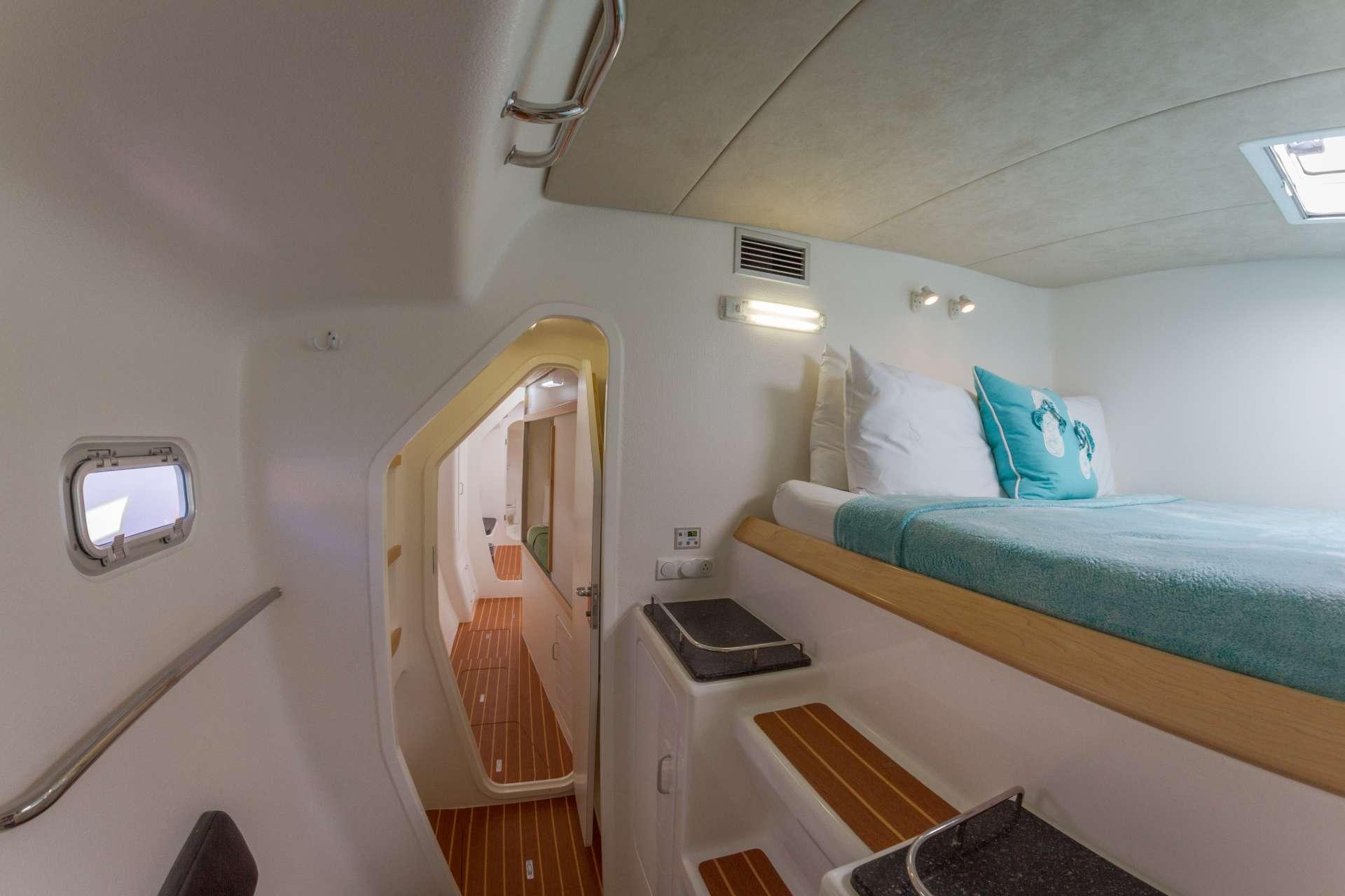 Catamaran Charter Voyage 520
