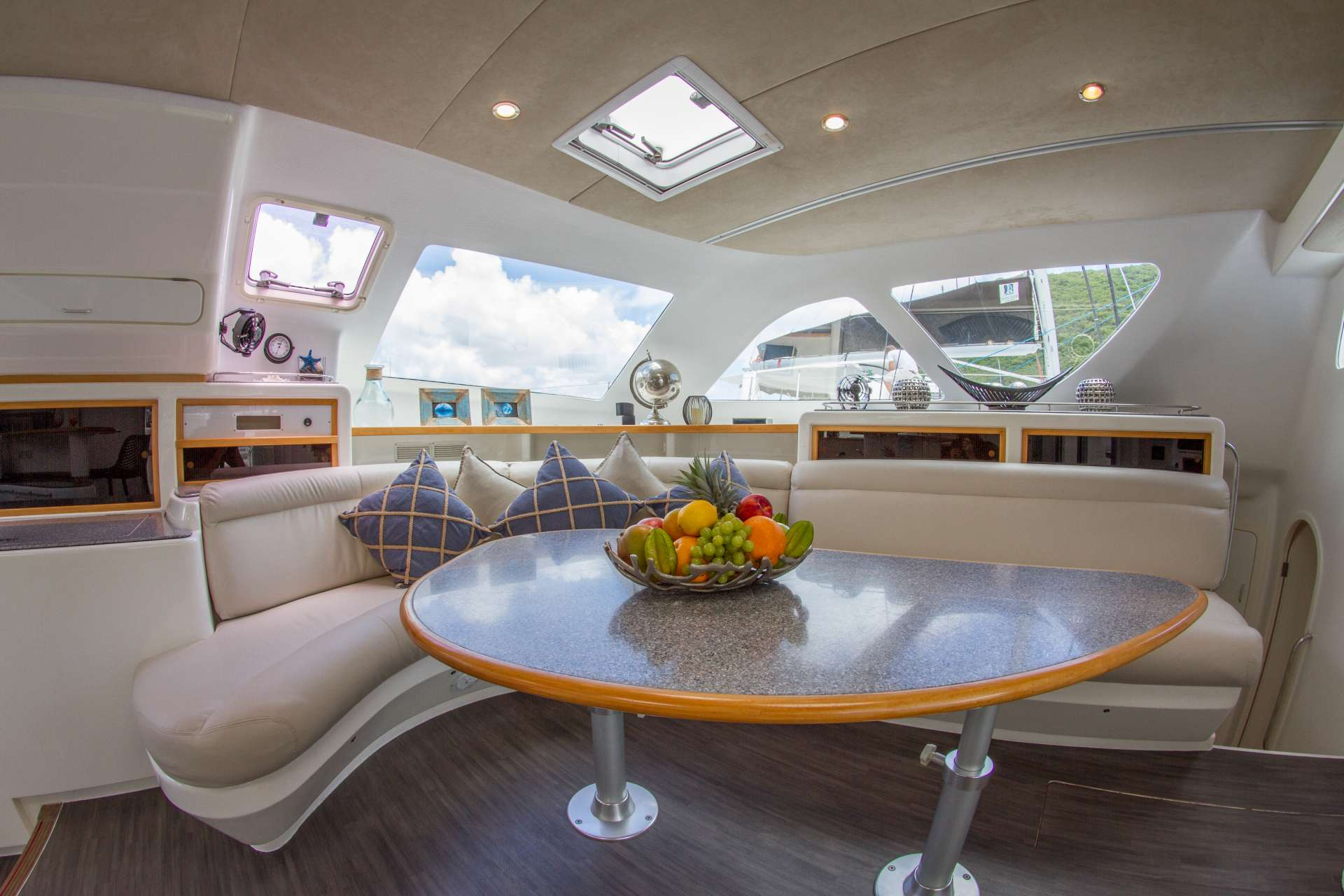Catamaran Charter Voyage 580