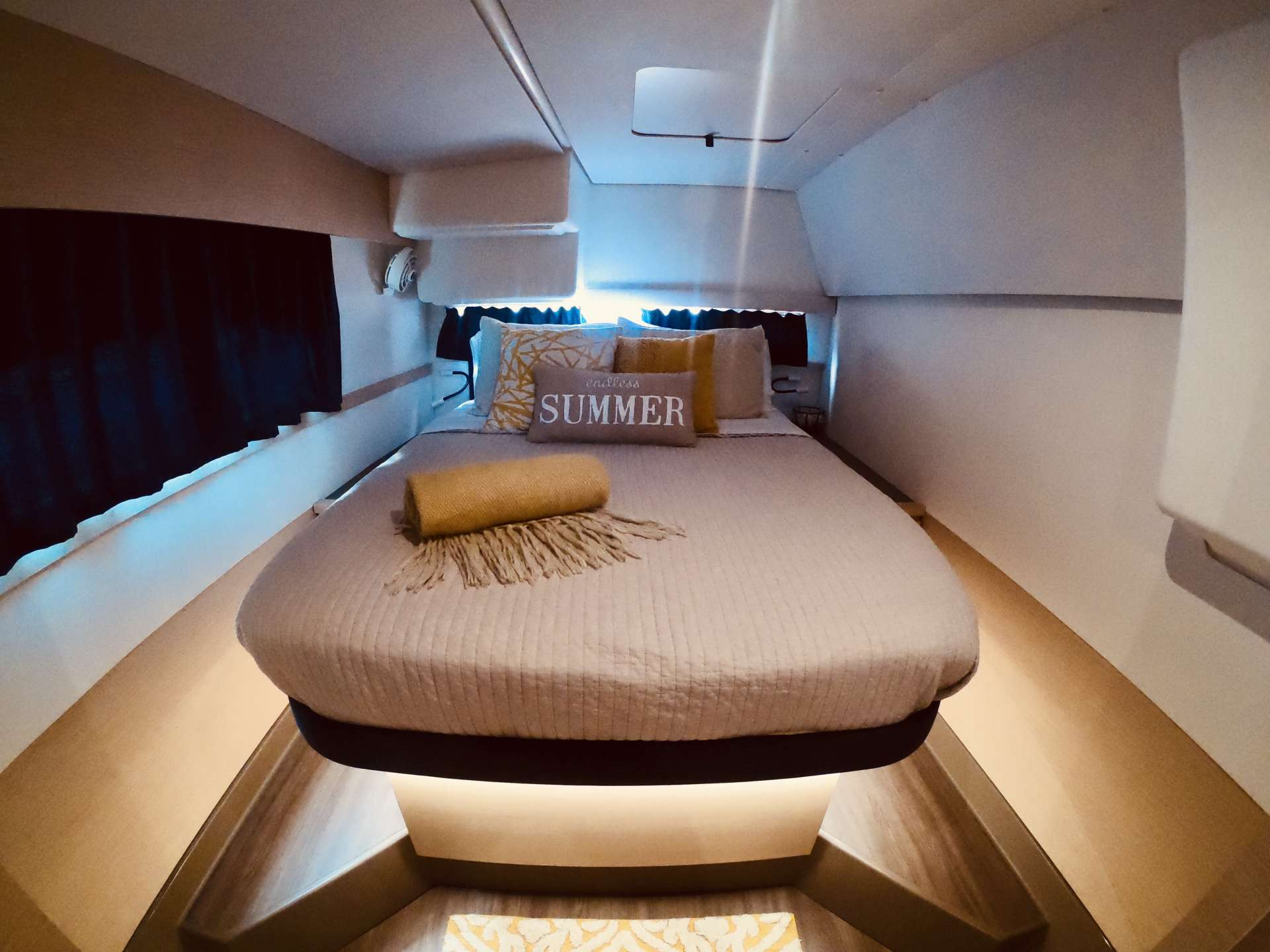 Queen Suite covers entire starboard hull