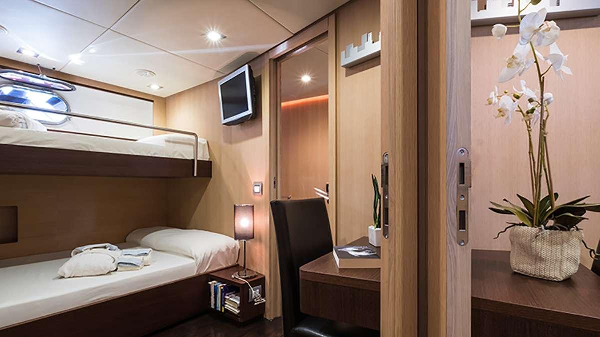 motor yacht ARIA C