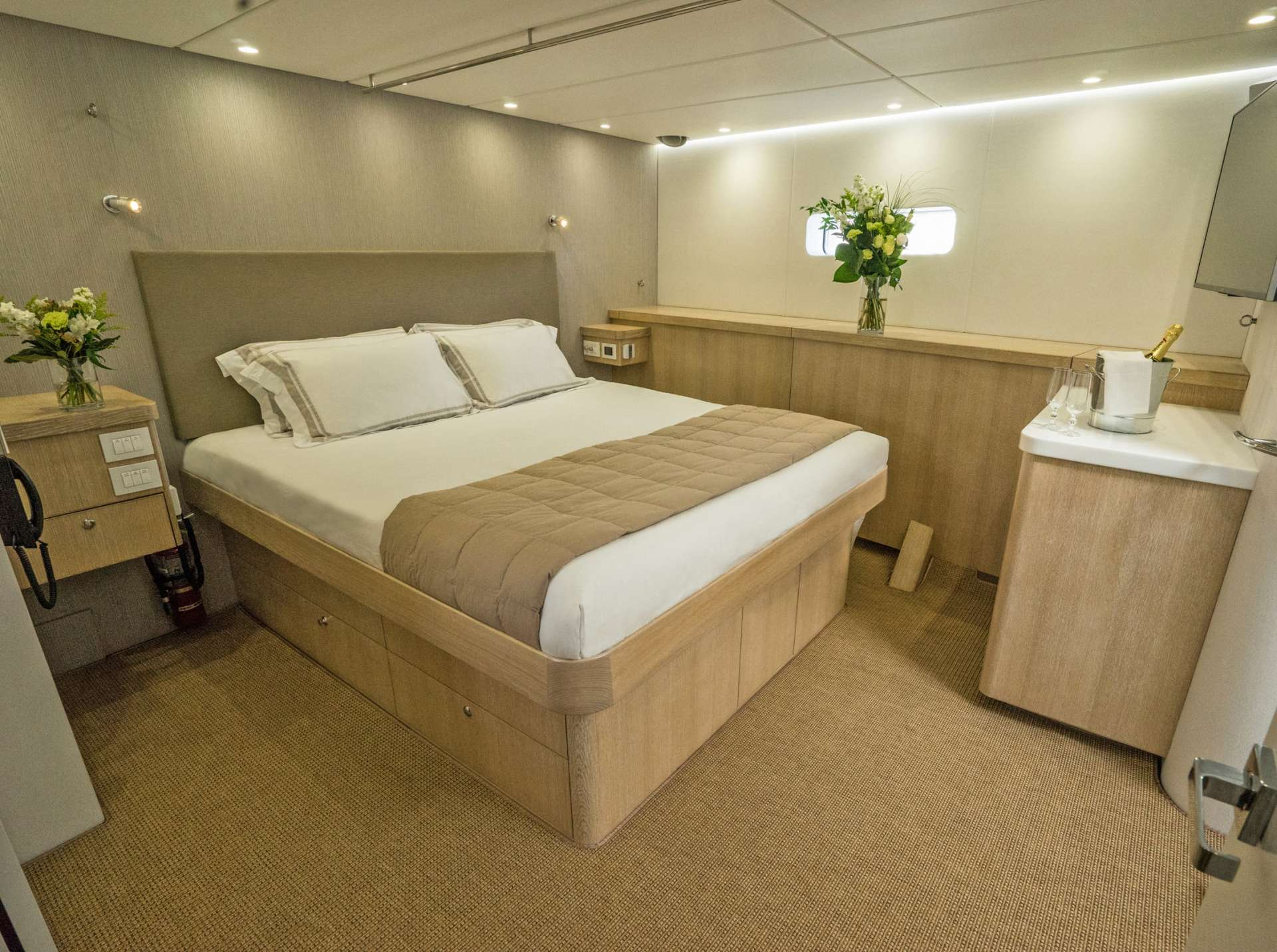 Master cabin, king bed, ample storage, widescreen TV