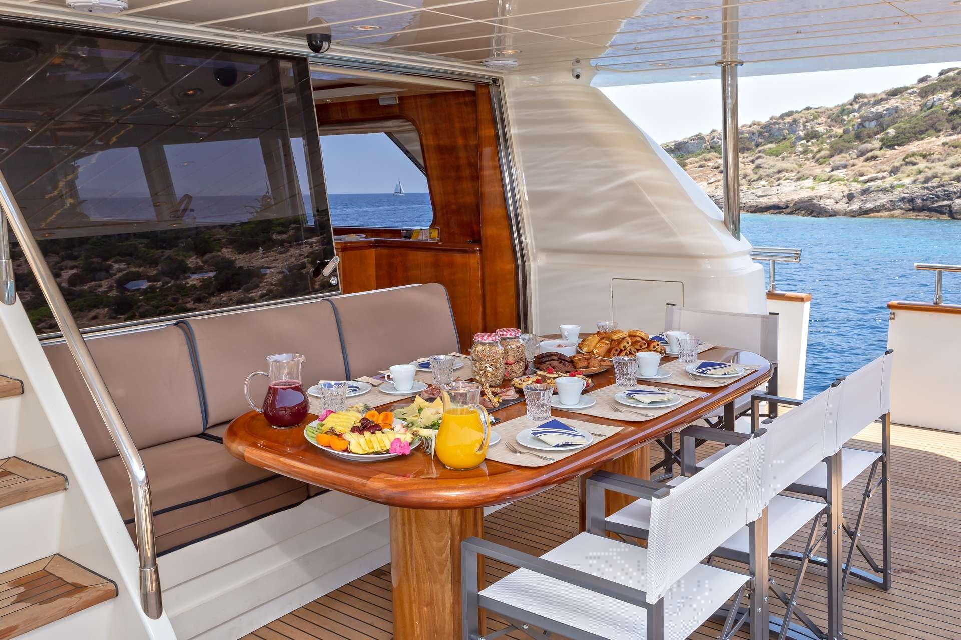 motor yacht EFMARIA