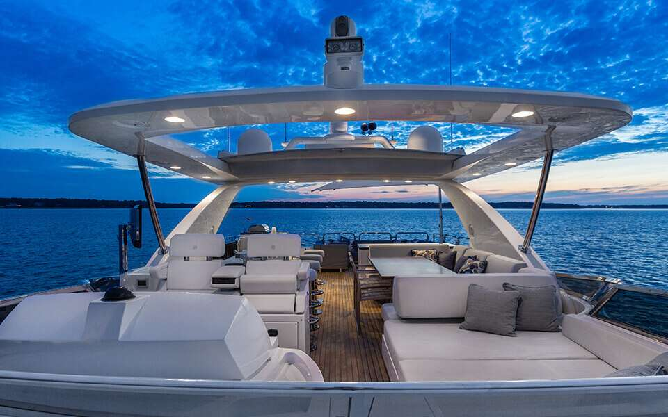 The extended flybridge features a seating area by the captain