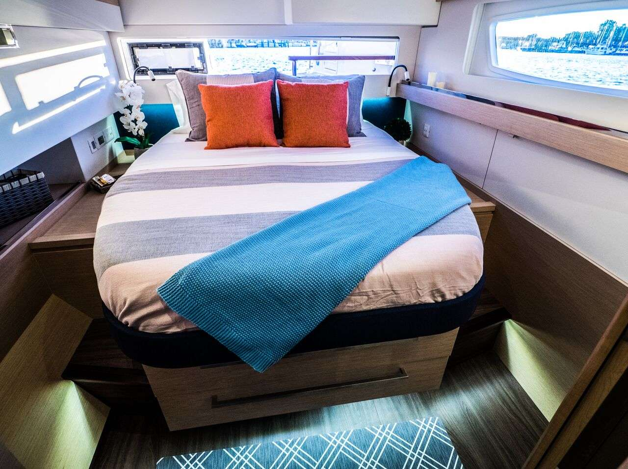Queen guest cabin