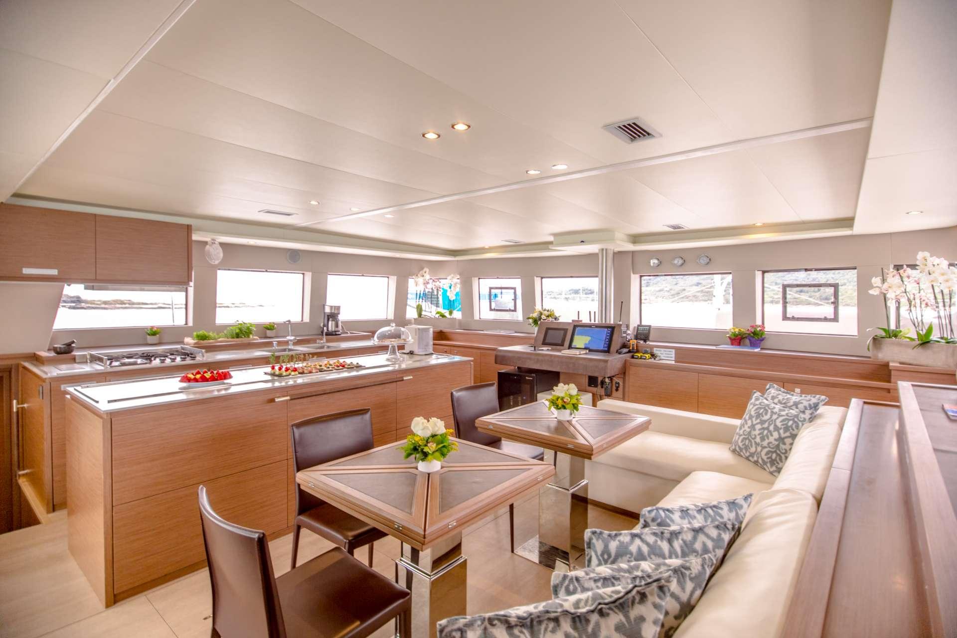 Catamaran Charter Valium62