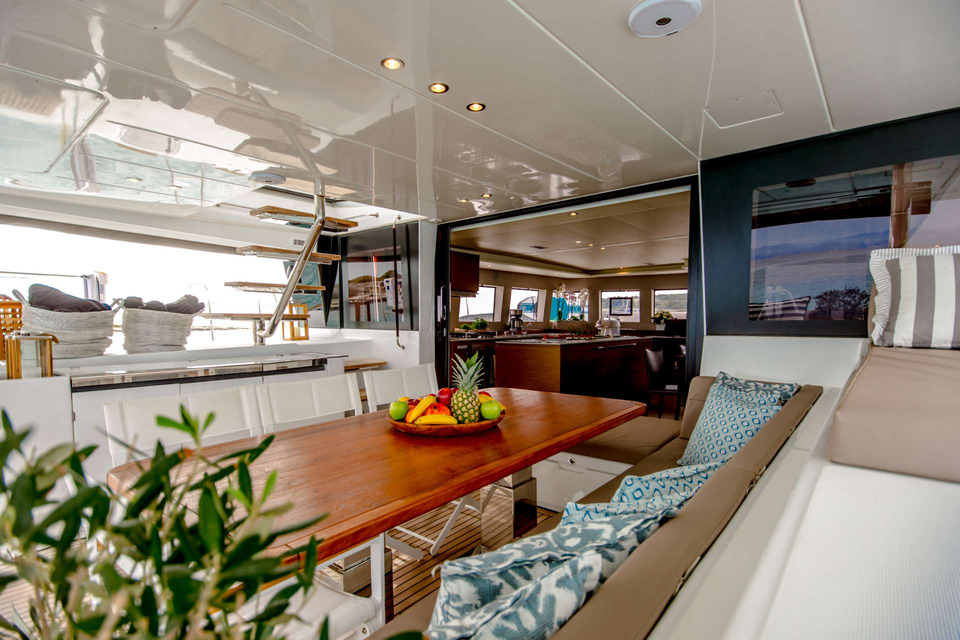 Yacht charter Valium62