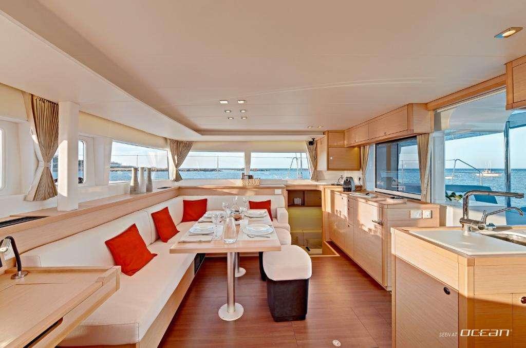 Catamaran Charter L450