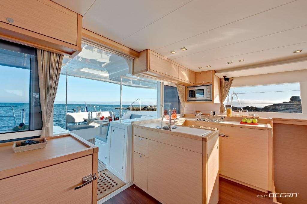 Yacht charter L450
