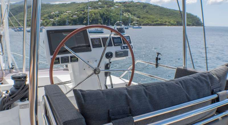 Catamaran Araok