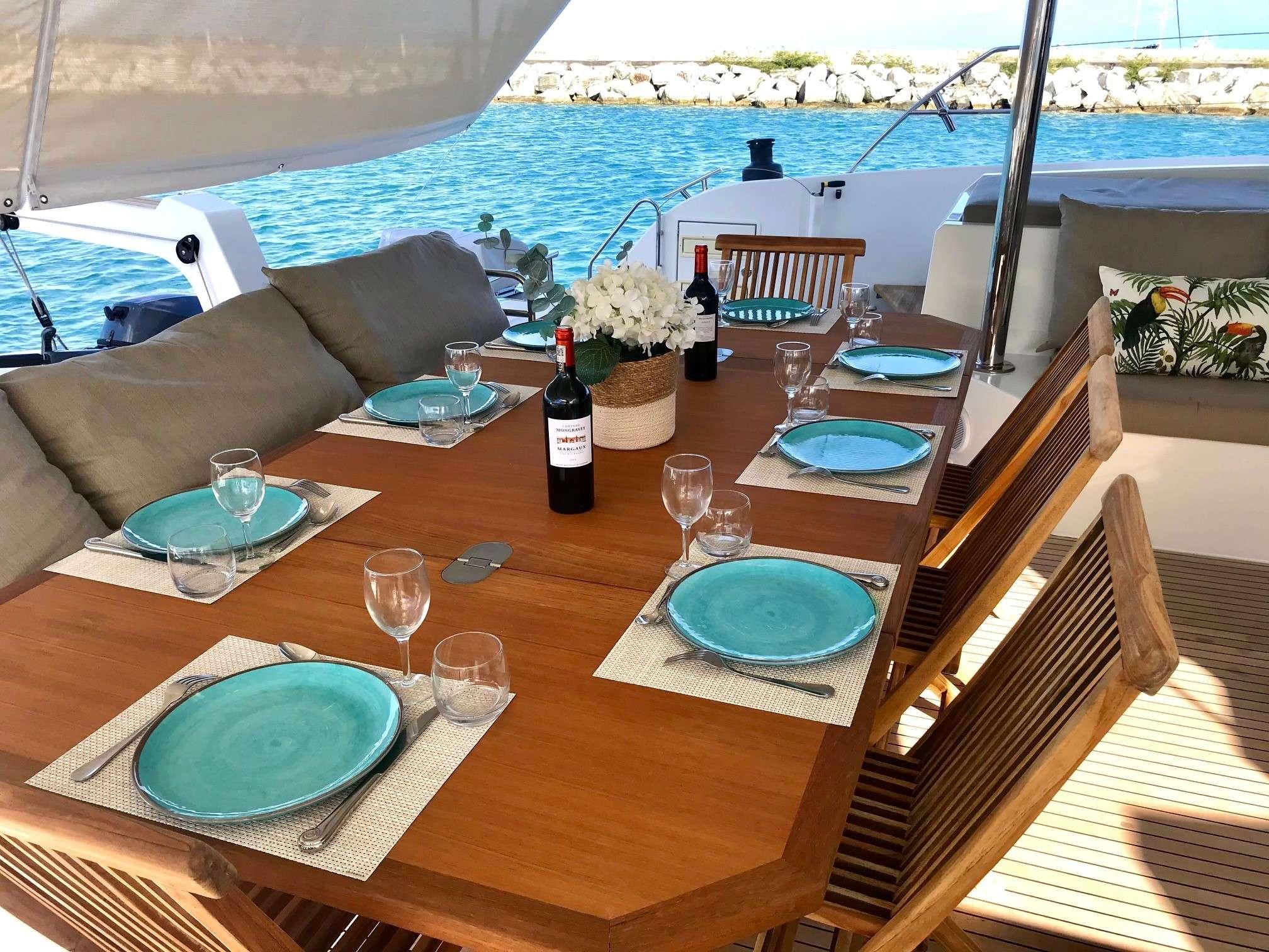 Yacht charter Enchante