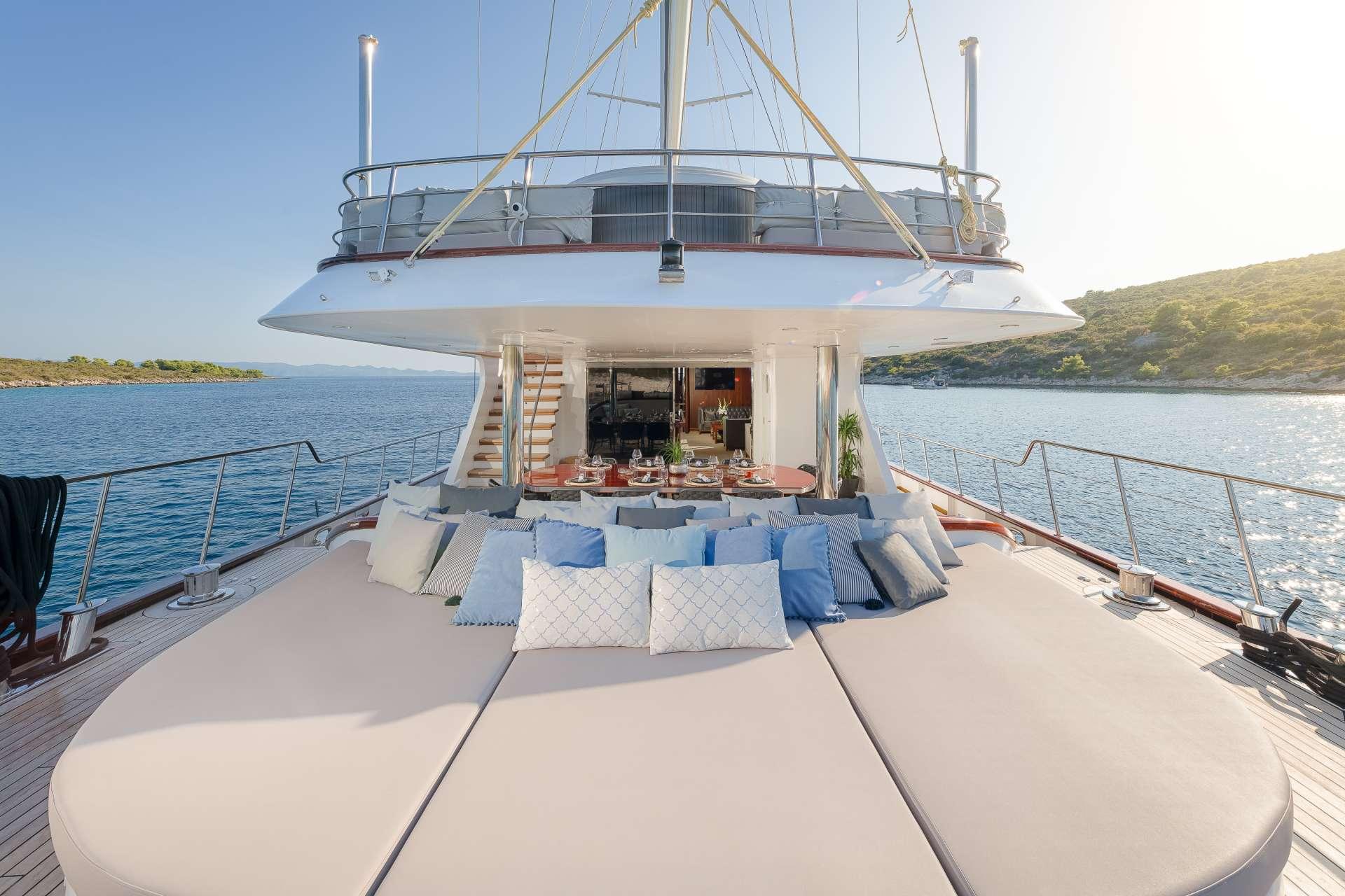Lounge area - Aft Main Deck