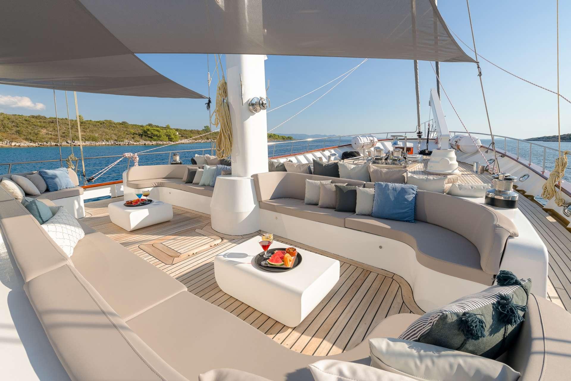 Lounge area - Bow Main Deck