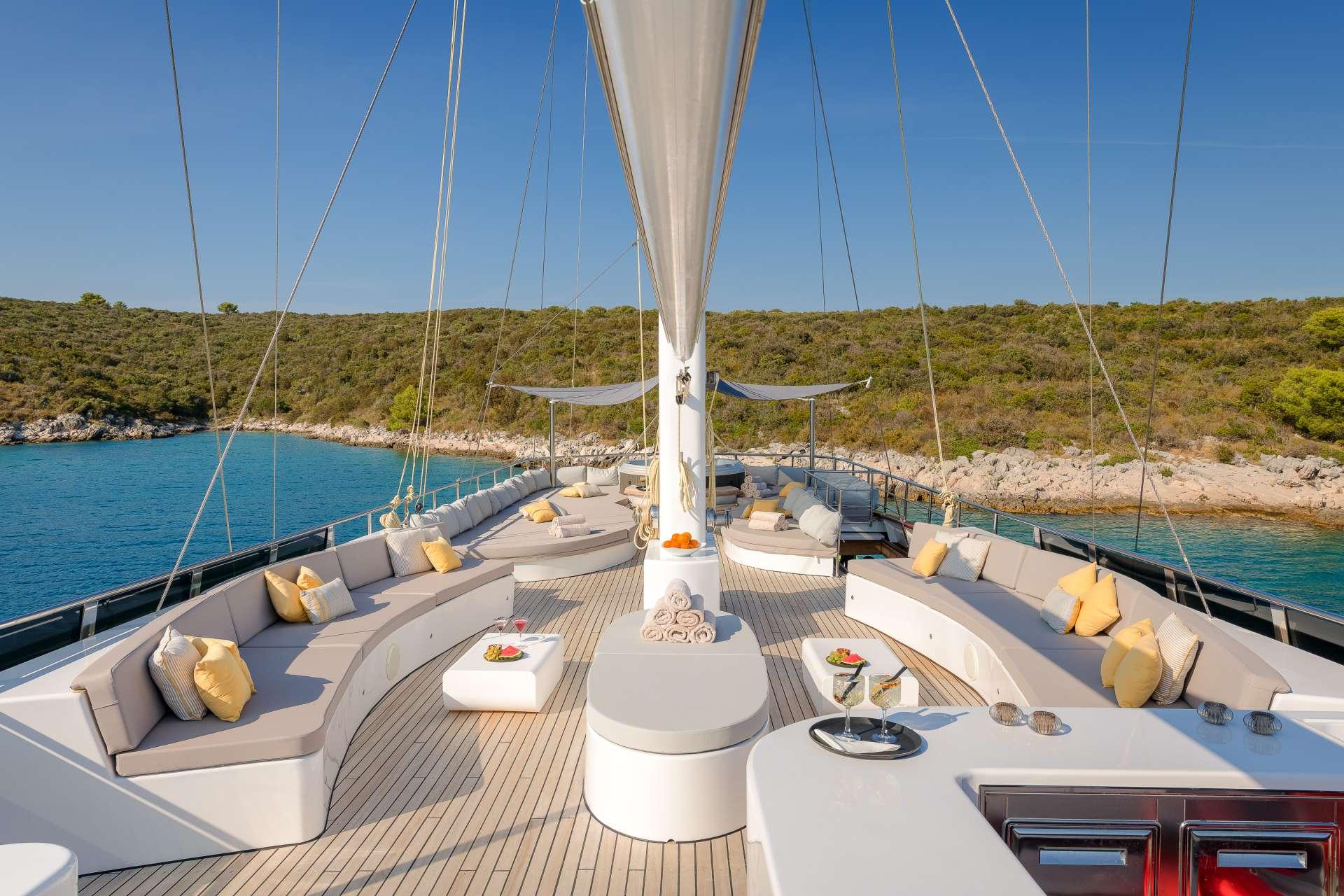 Sun Deck - Lounge Area
