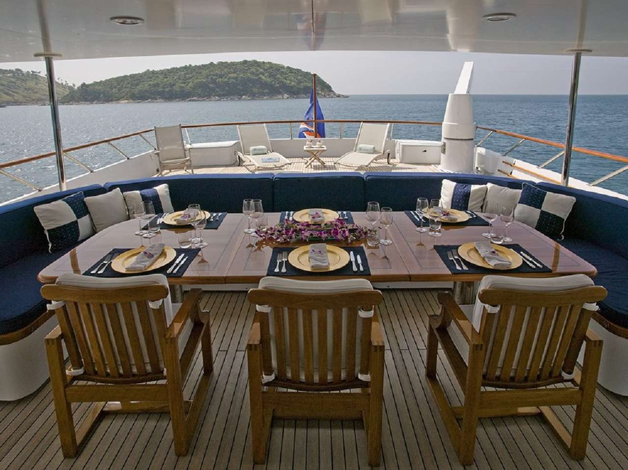 Mid Deck Dining