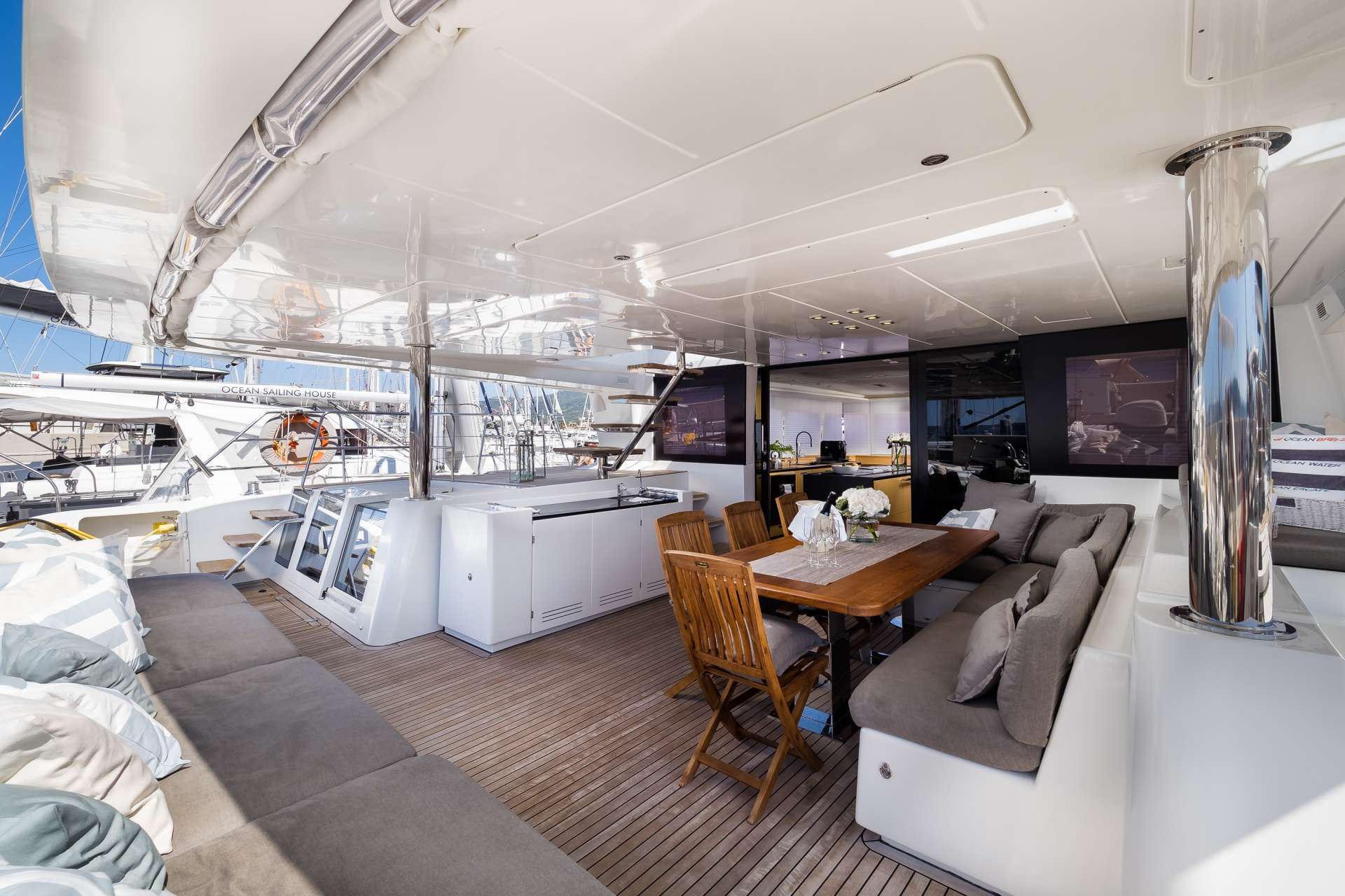 Yacht charter Twin