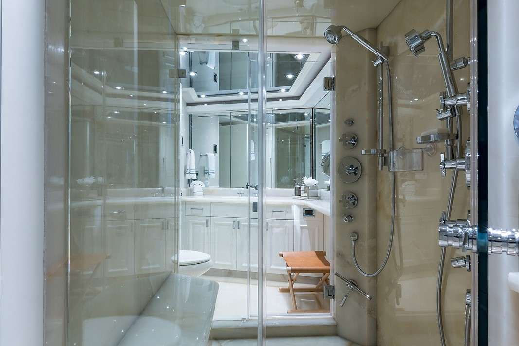 His and Hers En Suite w/ Shower