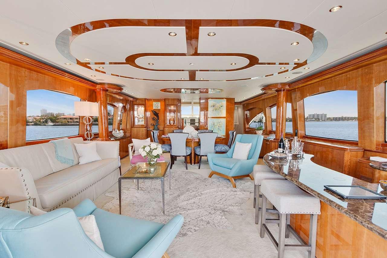 motor yacht PNEUMA