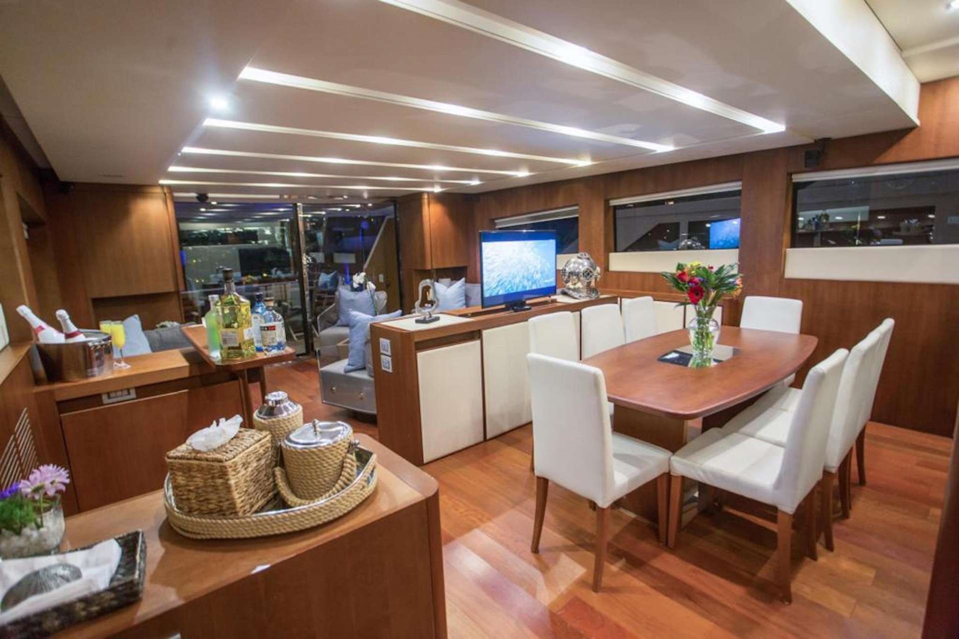 Dinning Area & Galley