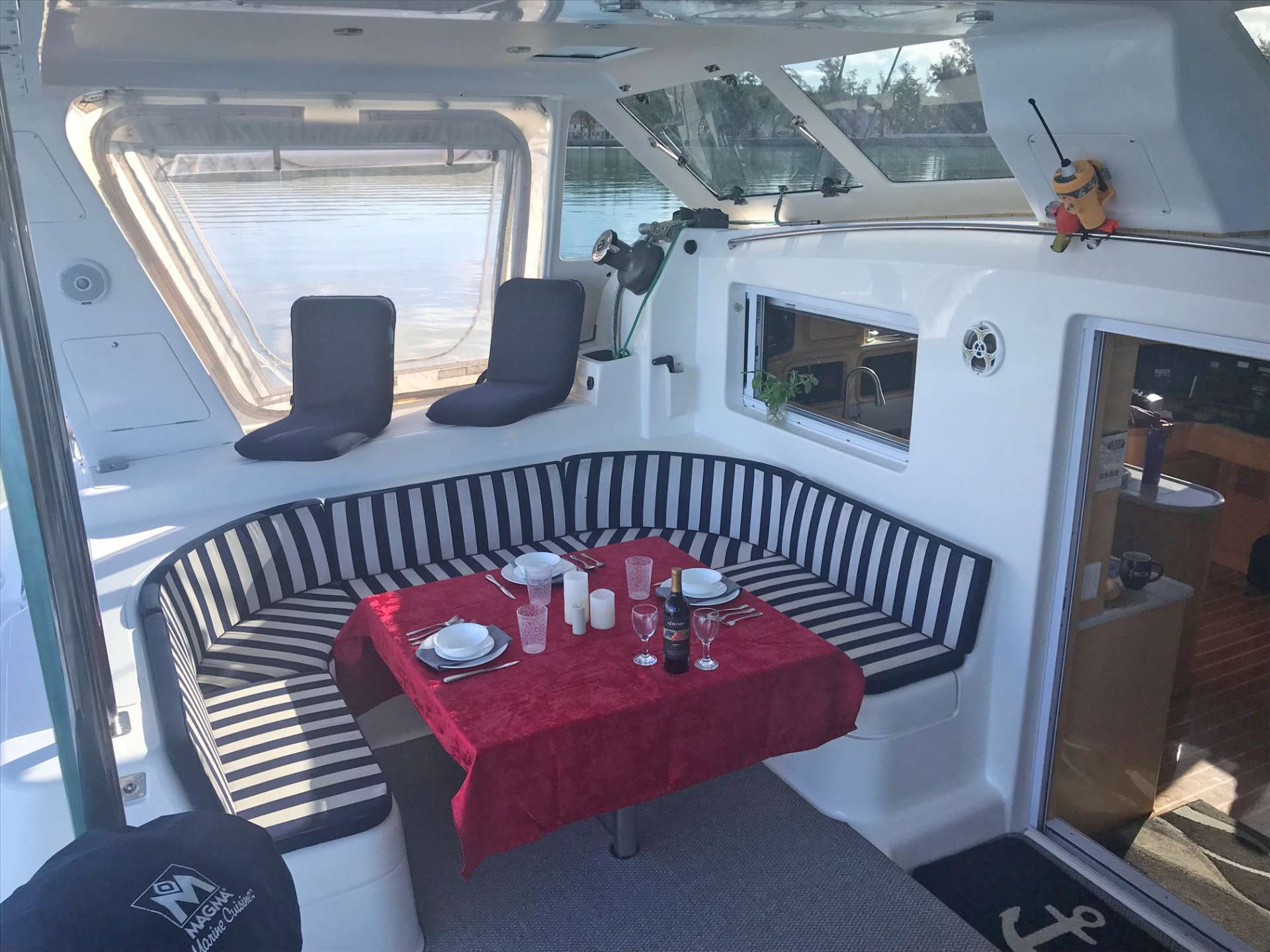 Spacious cockpit. Dining up to 6