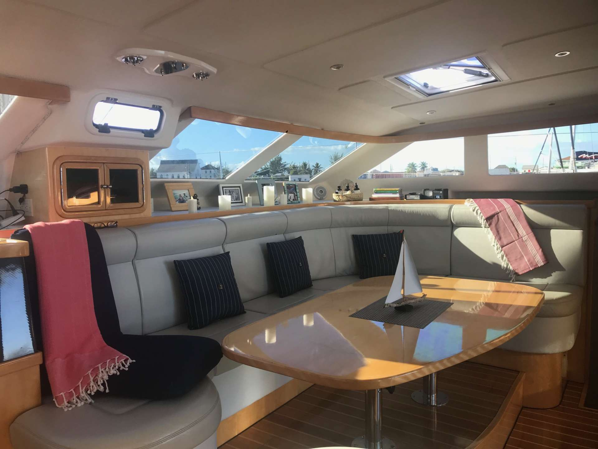 Yacht charter Guinevere