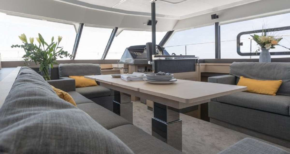 Catamaran Charter Hondo