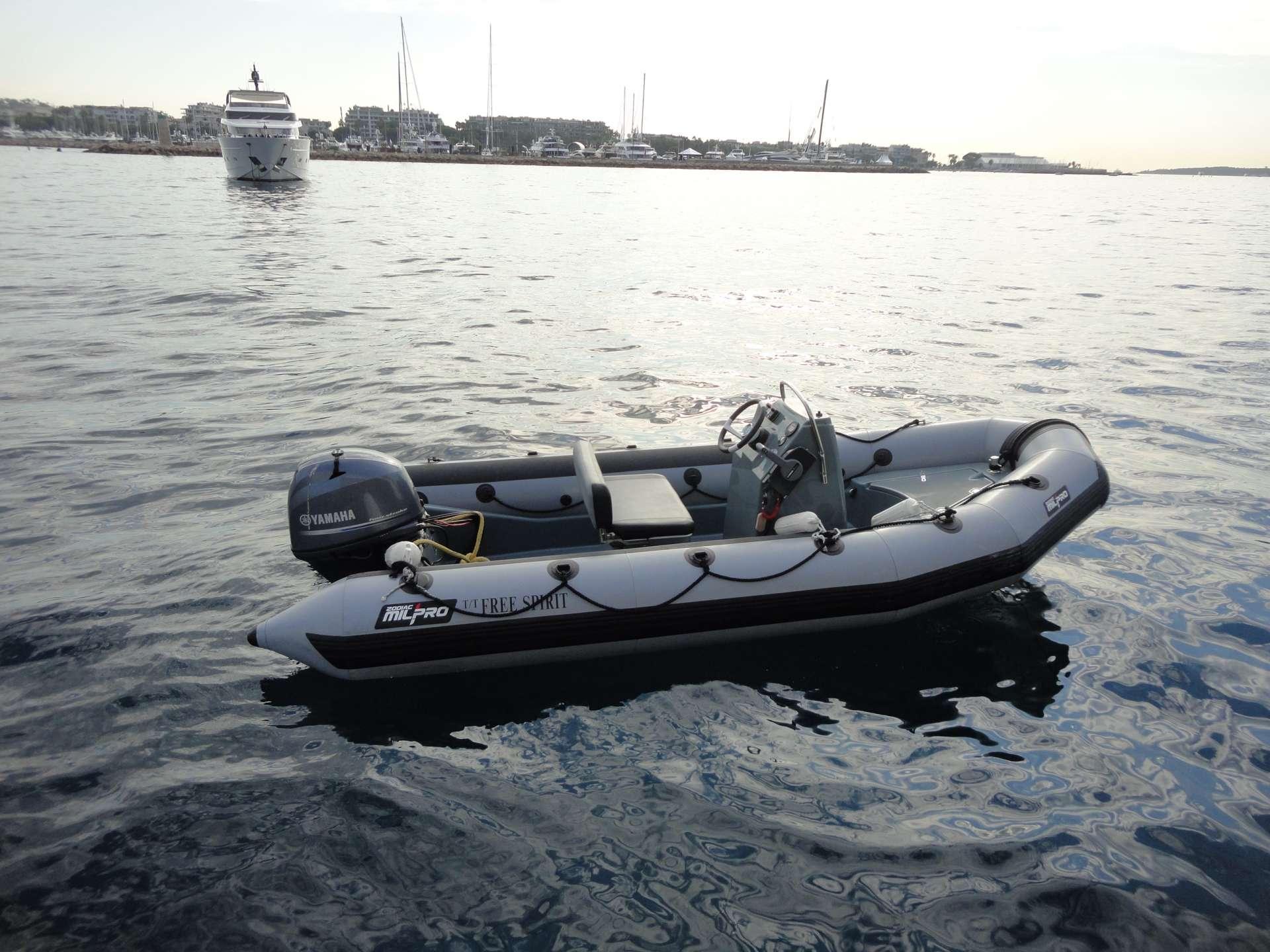Catamaran Charter Free Spirit