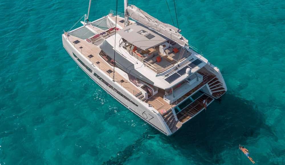 Yacht charter Black Cat