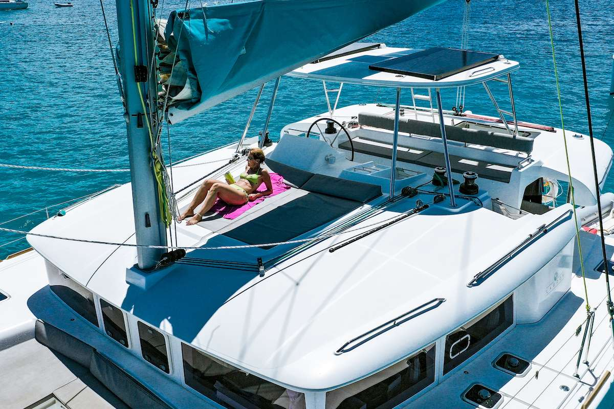 Catamaran Charter Makin
