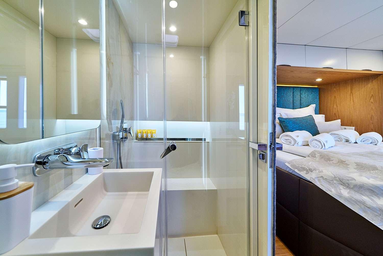 Catamaran Charter Sunreef 60
