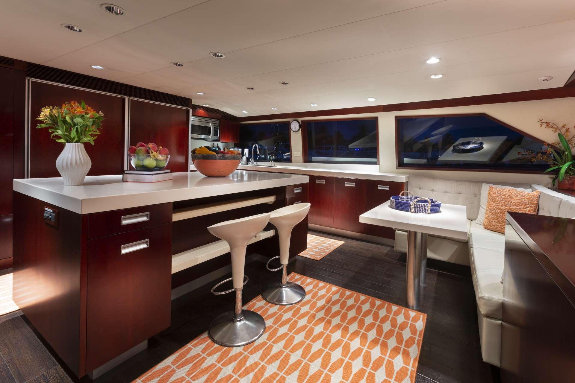 motor yacht CRU