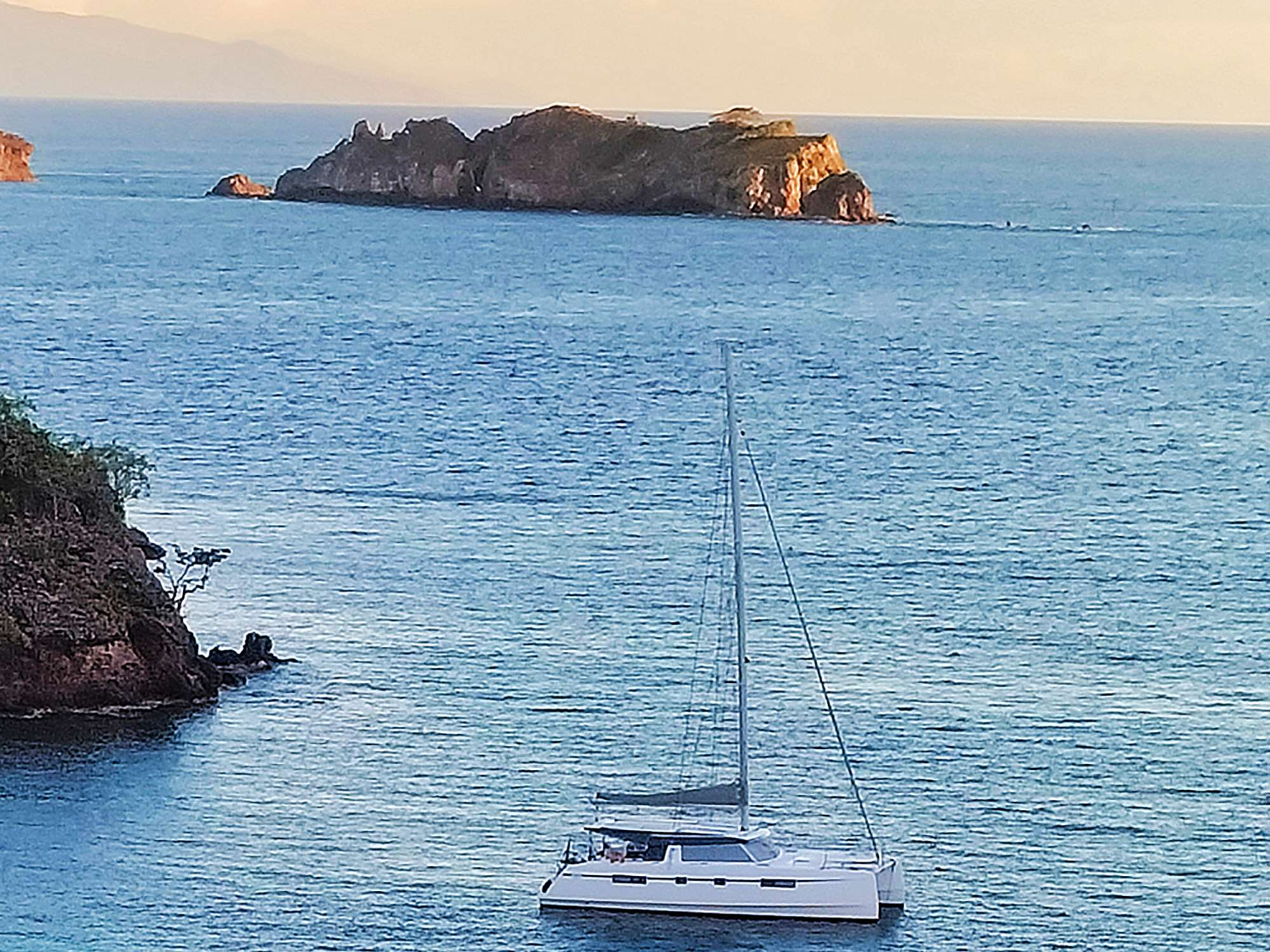 Illusion sailing in the Caribbean