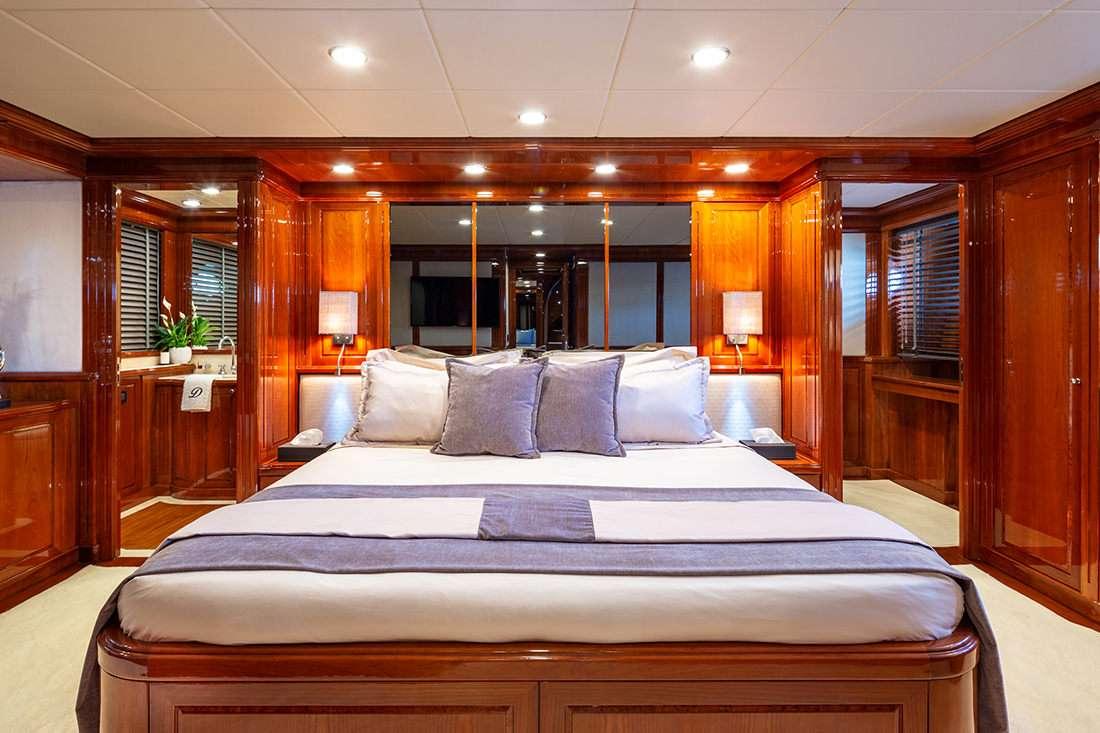 motor yacht DIVINE