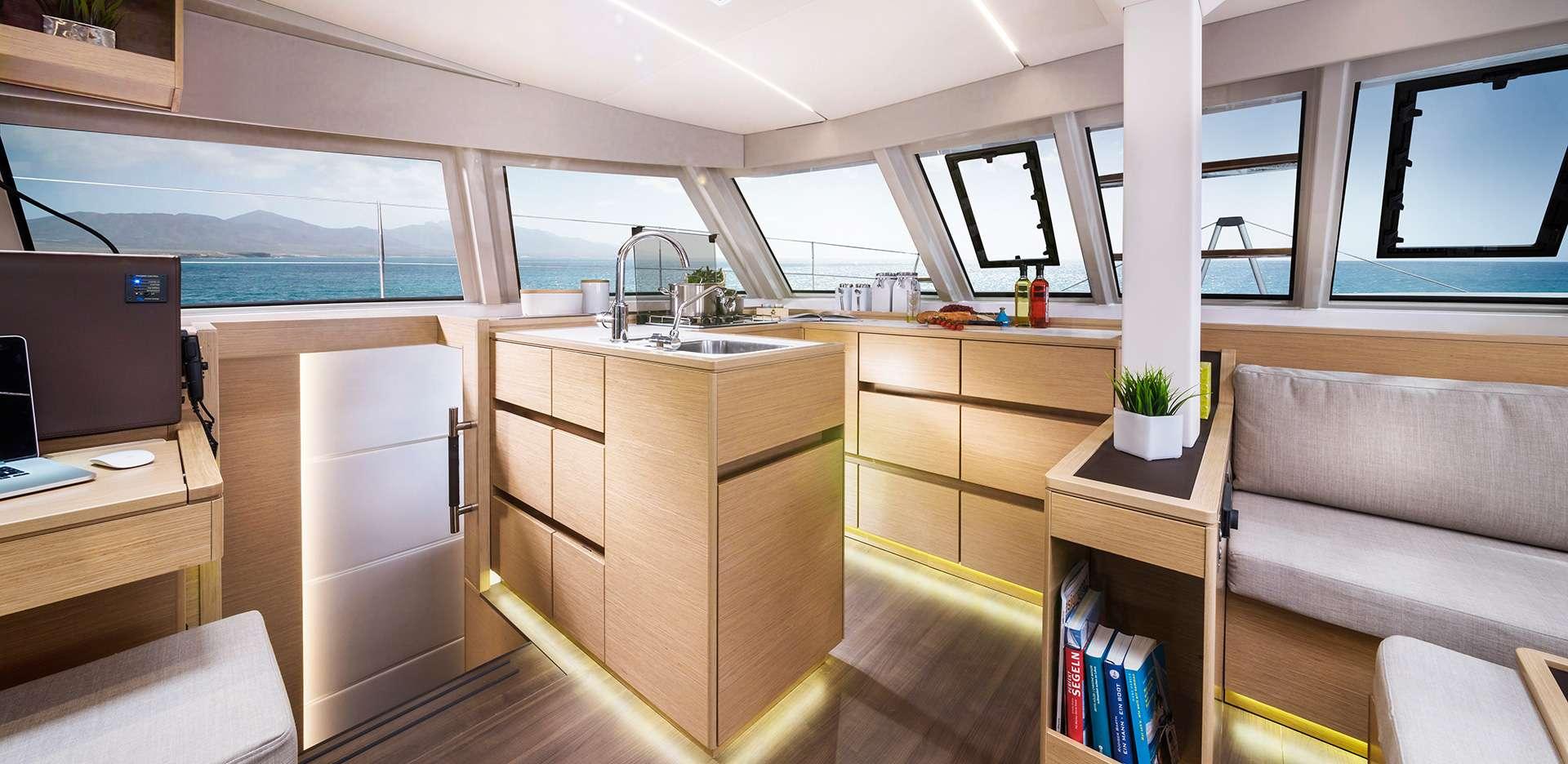 Yacht charter Elettra