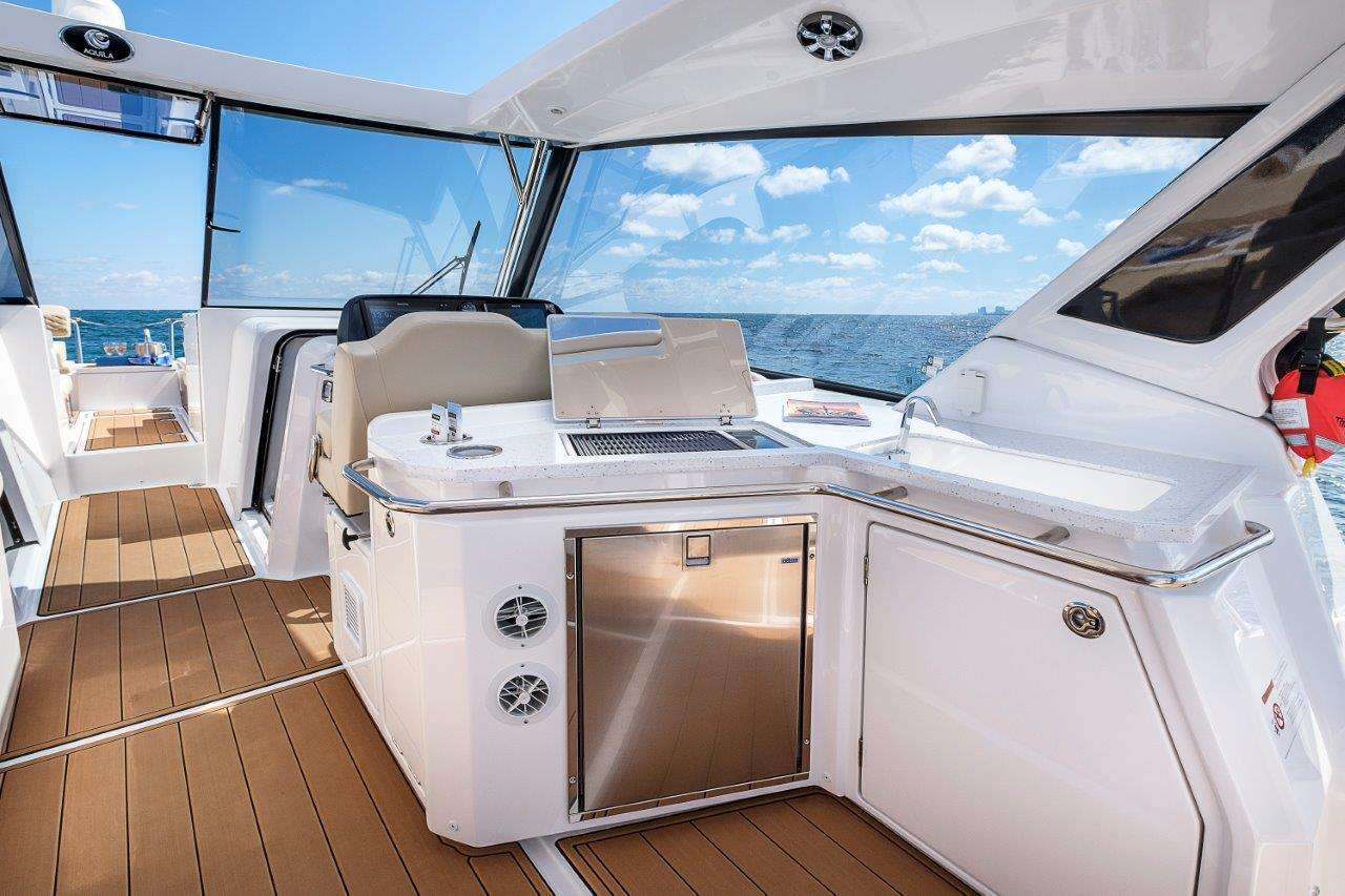 Catamaran Charter Island Bender