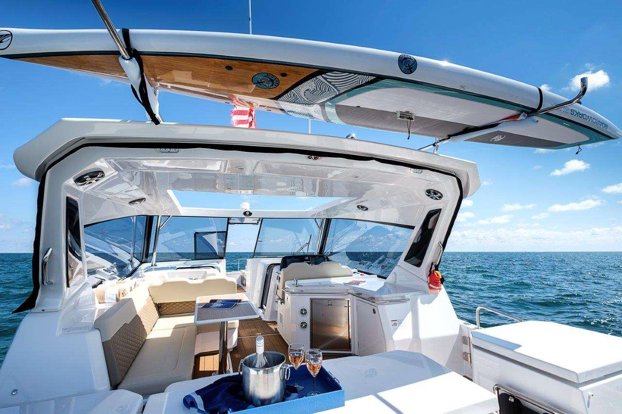 Yacht charter Island Bender