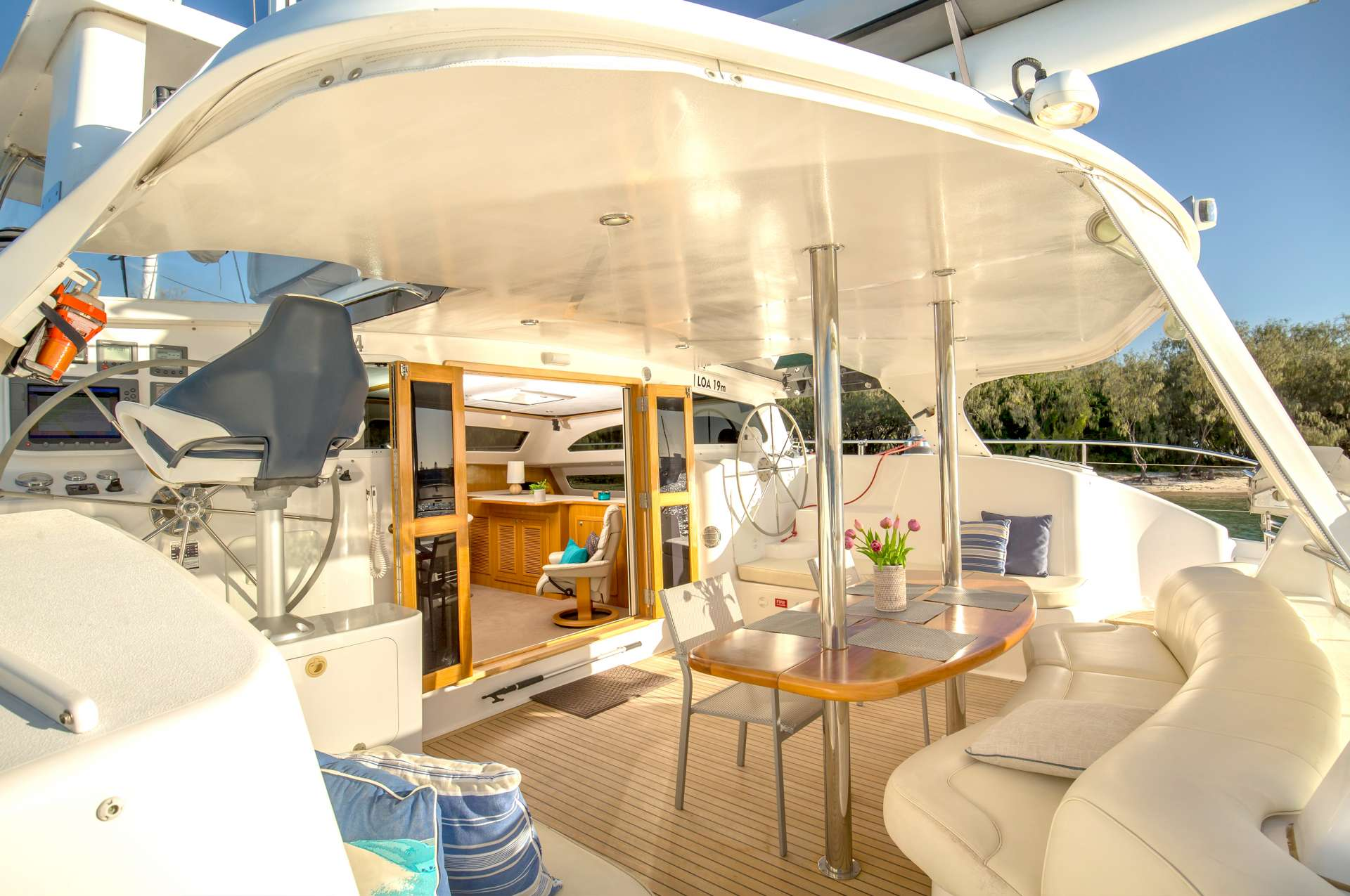 Yacht charter Phoenix Xi