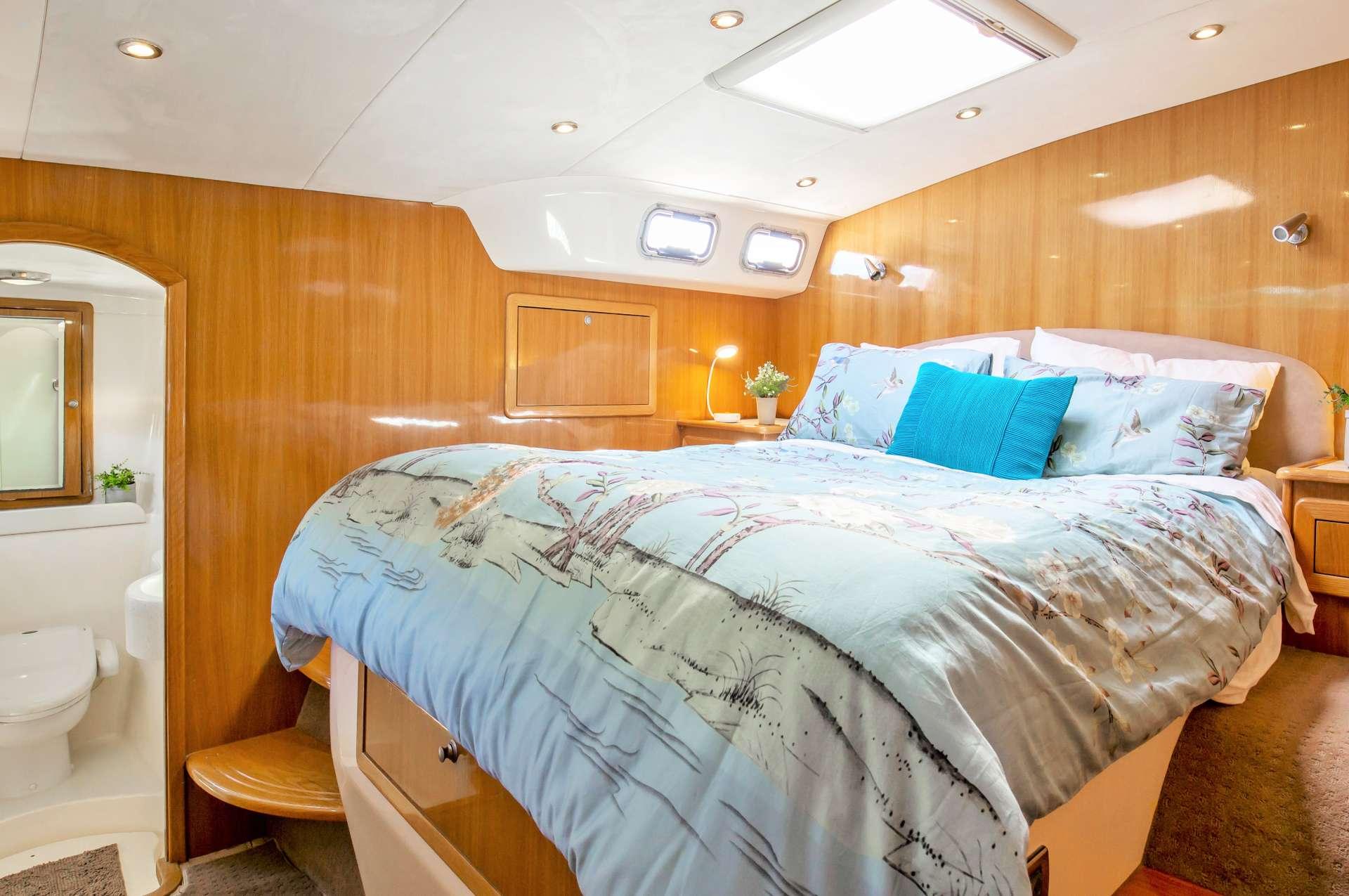 Phoenix Xi Yacht Vacation