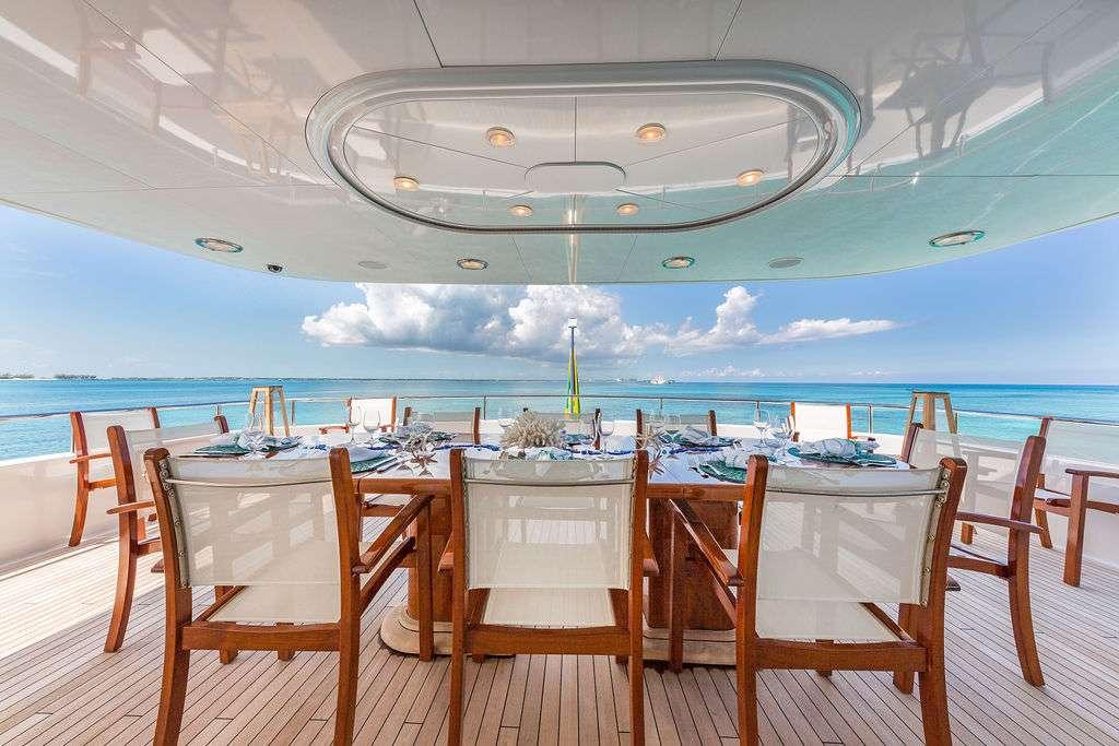 motor yacht AT LAST