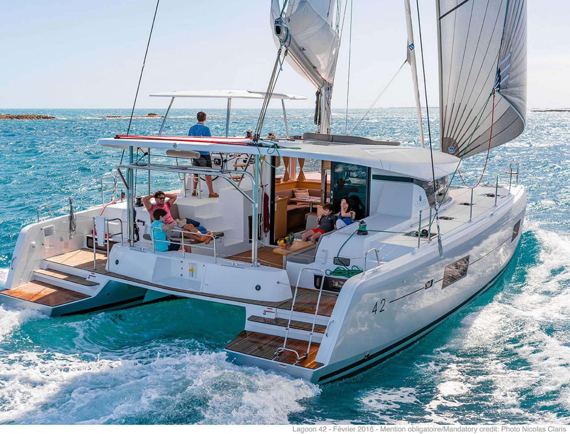 Catamaran Charter Sunrise